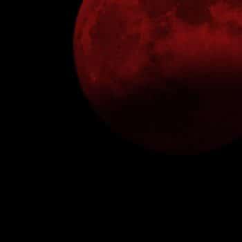Bois Datchai 09 nuit lune rouge 900x1200 - Maison Crivelli