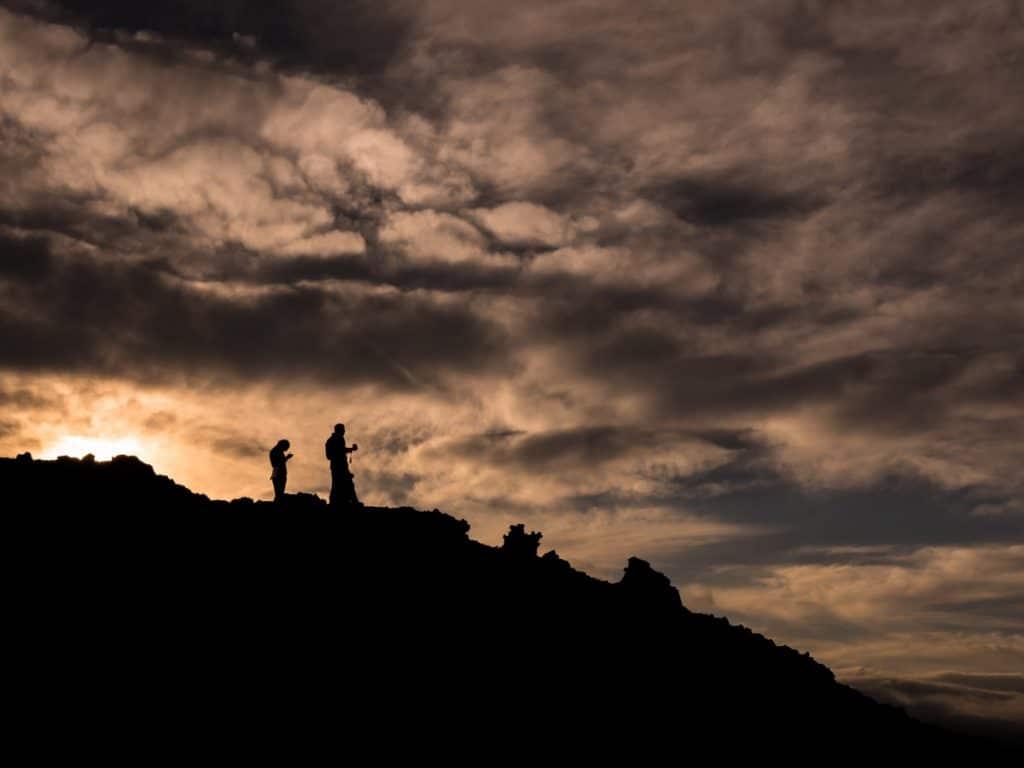 Santal Volcanique 04 lever de soleil volcan nuages - Maison Crivelli